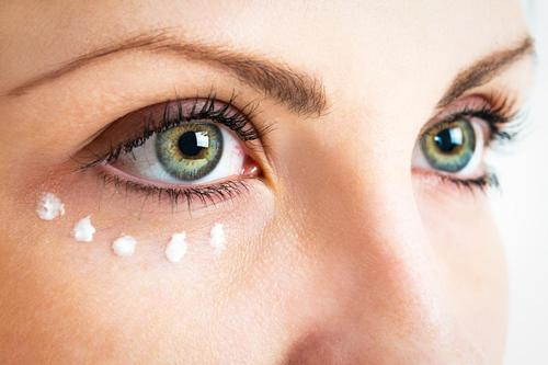 Check Some Makeup Hacks To Maximize The Beauty Of Your Face 8