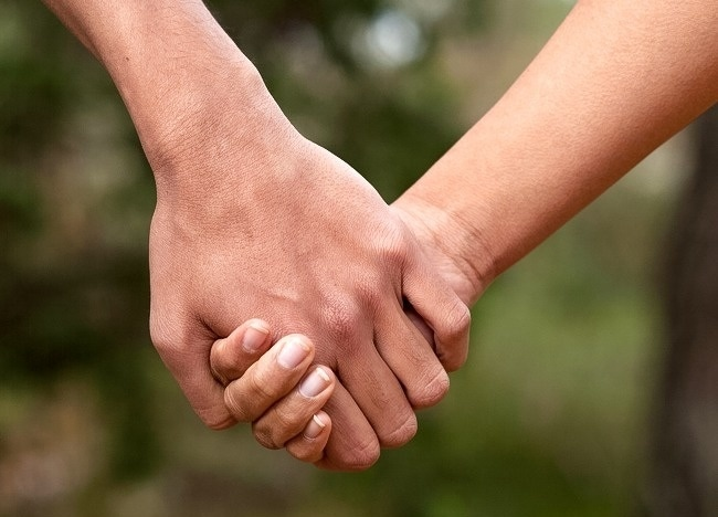 9 Best Ways To Find How Holding Hands Indicate Regarding Your Relationship 1