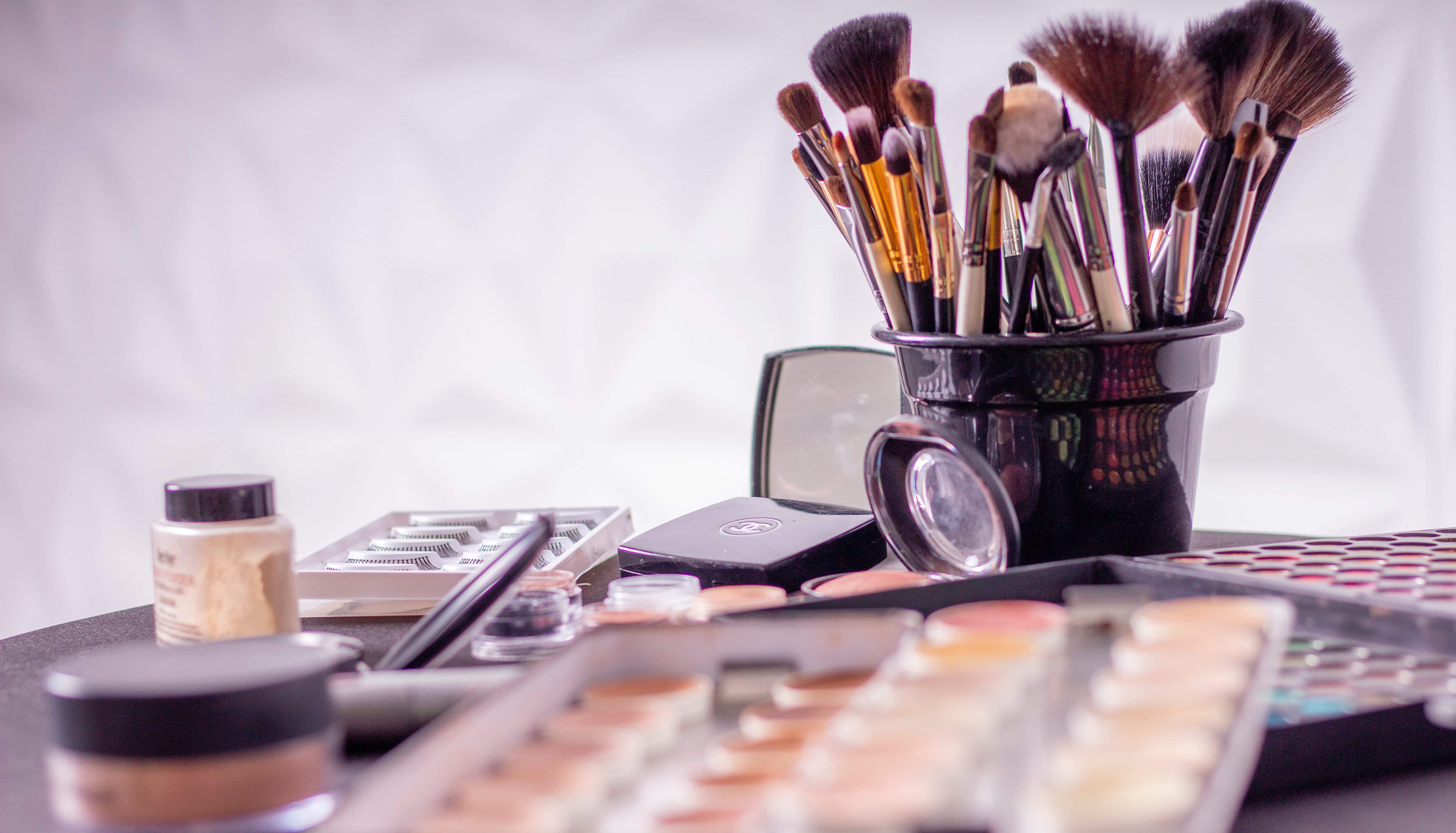 Top 8 Beauty Procedures That Can Never Get Done On Themselves 6